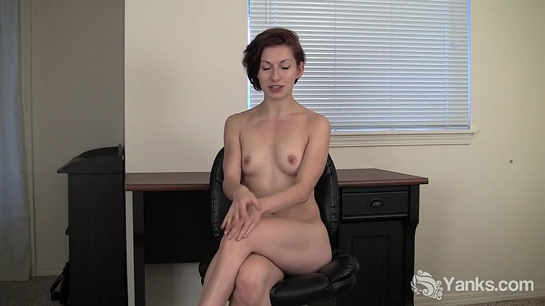 Yanks clementine fingers her meaty pussy 4